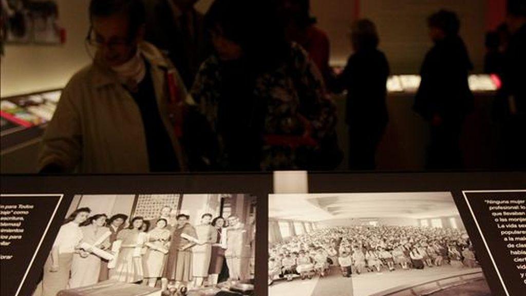 """La exposición """"Las Américas"""", promovida por España para conmemorar el bicentenario de las independencias, es una muestra que cuenta con una selección de fotografías de las mujeres """"anónimas"""" que contribuyeron en los últimos 100 años a hacer del continente un lugar mejor. EFE"""