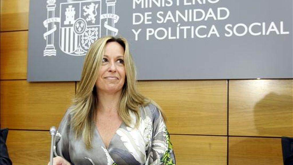 La ministra de Sanidad, antes de la reunión del Comité Ejecutivo Nacional para la prevención, el control y el seguimiento de la evolución epidemiológica del virus de la gripe, que presidió hoy en Madrid. EFE