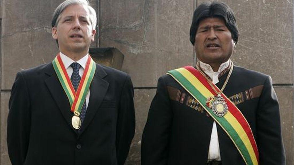 Imagen de archivo del presidente de Bolivia, Evo Morales (d), y el vicepresidente Álvaro García Linera, integrantes de la fórmula para la reelección de los comicios del próximo diciembre. EFE/Archivo