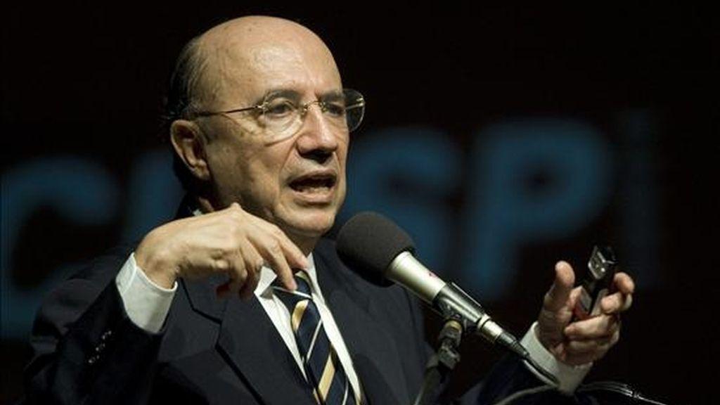 """El presidente del Banco Central de Brasil, Henrique Meirelles, habla durante el """"Foro sobre el impacto de la crisis en las micro, pequeñas y medianas industrias"""", que se llevó a cabo en Sao Paulo. EFE"""