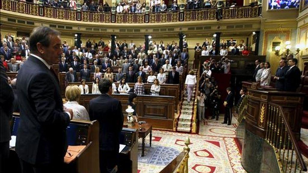 El vigésimo primer debate sobre el estado de la nación ha comenzado este mediodía con un homenaje y un minuto de silencio en memoria del ex presidente de la Cámara Baja Félix Pons, fallecido el pasado día 2 en Palma. EFE