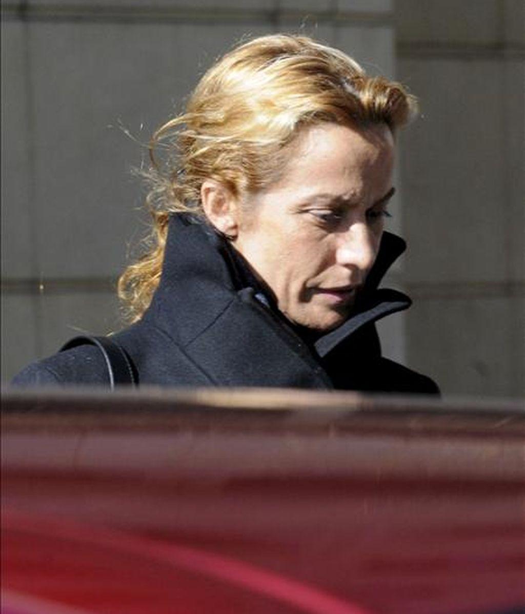 María del Carmen Rodríguez Quijano, esposa del presunto líder de la trama Francisco Correa, a su salida de la Audicencia Nacional donde ha sido interrogada por el juez Baltasar Garzón. EFE