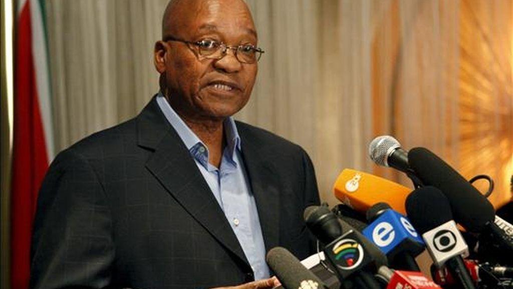 El presidente del partido ANC y candidato a la relección, Jacob Zuma, habla durante la última rueda de prensa antes de votar mañana, en Johannesburgo (Sudáfrica), el 21 de abril de 2009. EFE