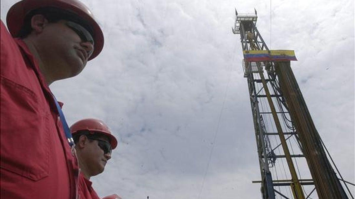 """De los 8.000 empleados afectados por la nacionalización de las contratistas, """"unos 300 obreros ya se encuentran formalmente dentro de la industria"""", declaró Zambrano. EFE/Archivo"""