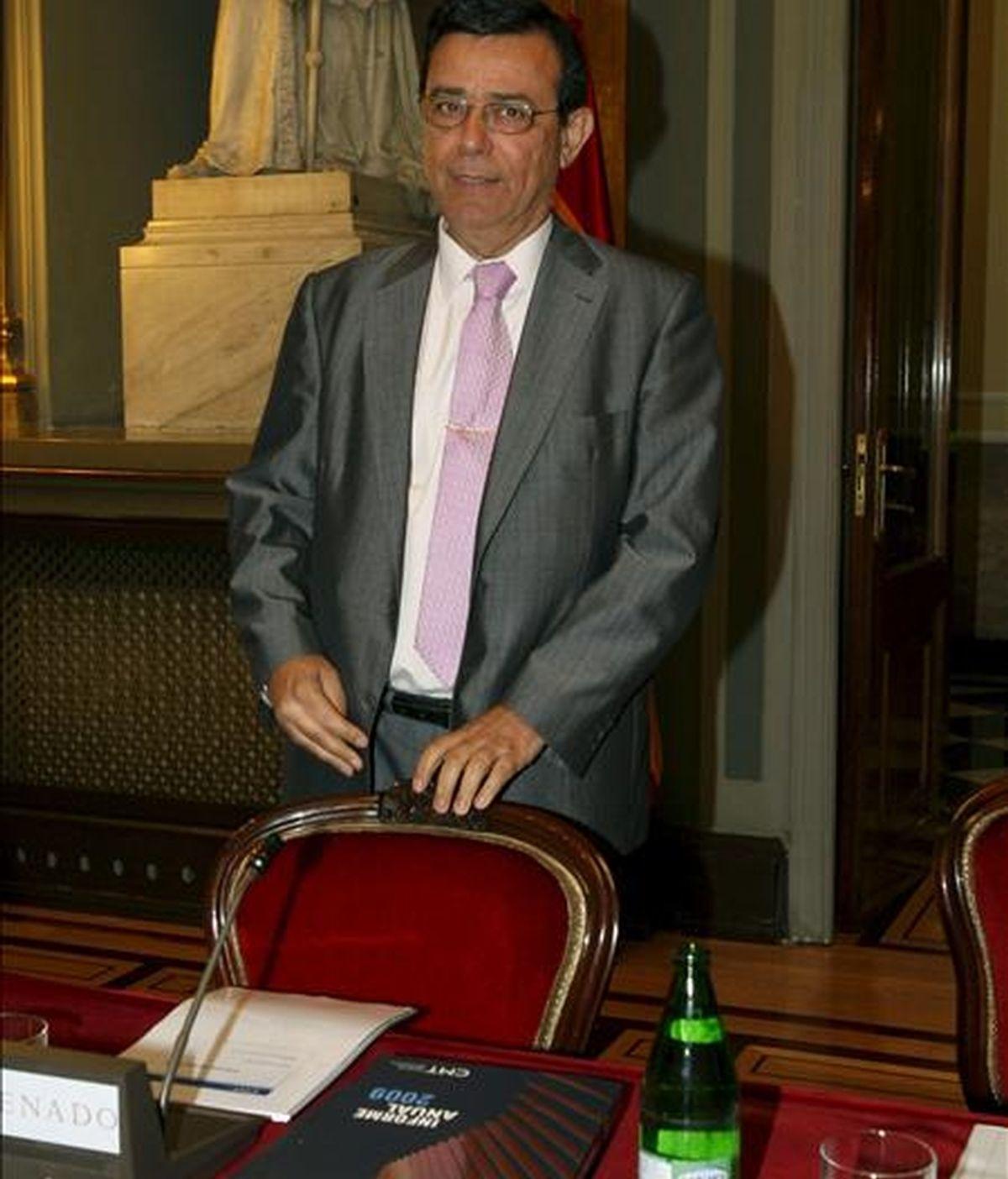 El presidente de la Comisión del Mercado de las Telecomunicaciones, Reinaldo Rodríguez, antes de presentar hoy en el Senado el informe anual del sector de telecomunicaciones realizado por este organismo regulador. EFE