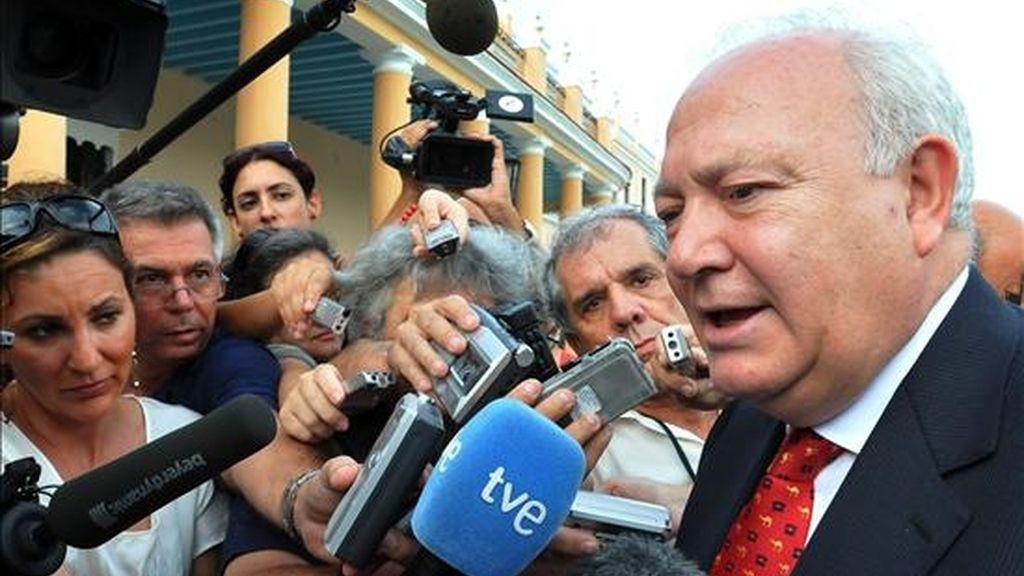 El ministro español de Asuntos Exteriores, Miguel Ángel Moratinos, atendiendo a la prensa el pasado miércoles en La Habana. EFE