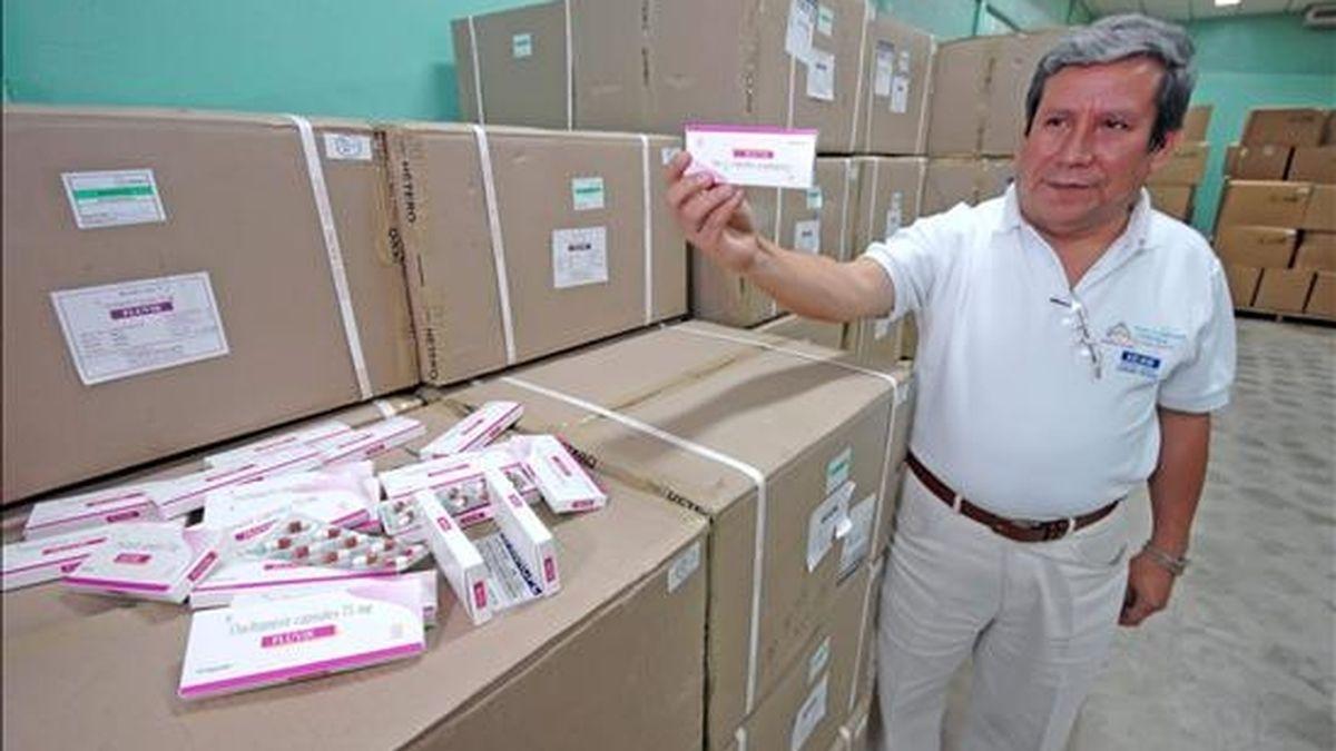 Fotografía del pasado 12 de mayo en la que se ve al ministro nicaragüense de Salud, Guillermo González, quien hoy reveló que la primera víctima de gripe A en su país es una niña de cinco años de edad, del sector occidental de Managua. EFE/Archivo