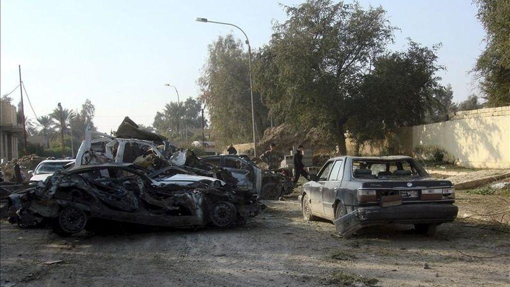 Al menos nueve personas murieron hoy y otras diecinueve resultaron heridas por varias explosiones en el centro de Ramadi, a 110 kilómetros al oeste de Bagdad, informaron fuentes policiales a Efe.