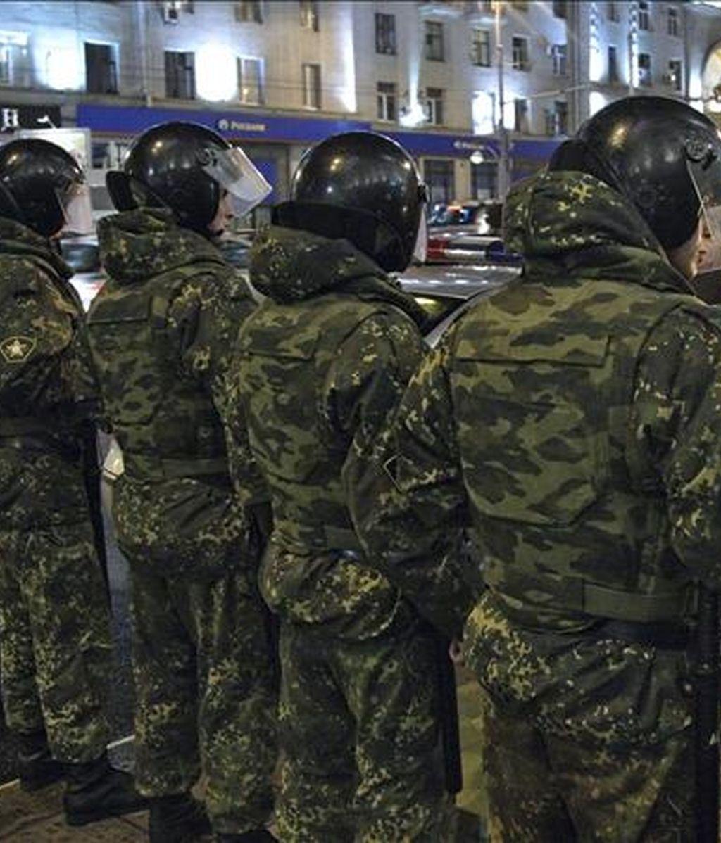 Un tribunal urbano de Moscú declaró hoy legal la detención en Rusia para su extradición del empresario Vladímir Tiurin, acusado por España de blanqueo de capitales, entre otros delitos. En la imagne, miembros de la policía rusa en Moscú, Rusia. EFE/Archivo