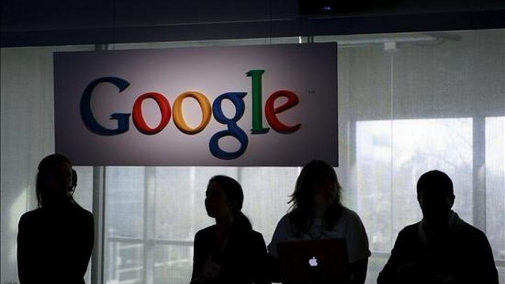 Entre abril y junio, el valor bursátil de las acciones de Google cayó alrededor de un 20 por ciento, a pesar de que la empresa experimentó en el primer trimestre del año un incremento del beneficio neto de un 37 por ciento, comparado con el mismo período del año anterior. EFE/Archivo