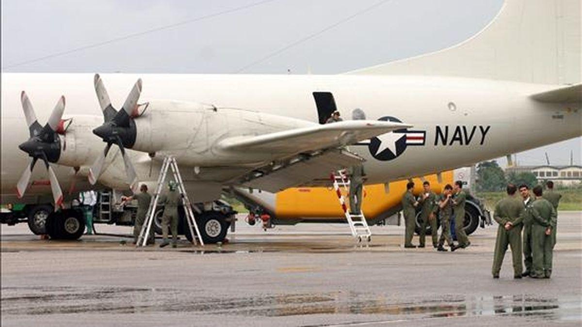 La aeronave P3 Orion de la Fuerza Aérea Estadounidense a su llegada ayer a la base aérea de Natal (Brasil) donde se concentran las operaciones para la búsqueda del avión Airbus A330-200 de Air France desaparecida en el océano Atlántico con 228 personas a bordo, cuando viajaba entre Río de Janeiro y París. EFE