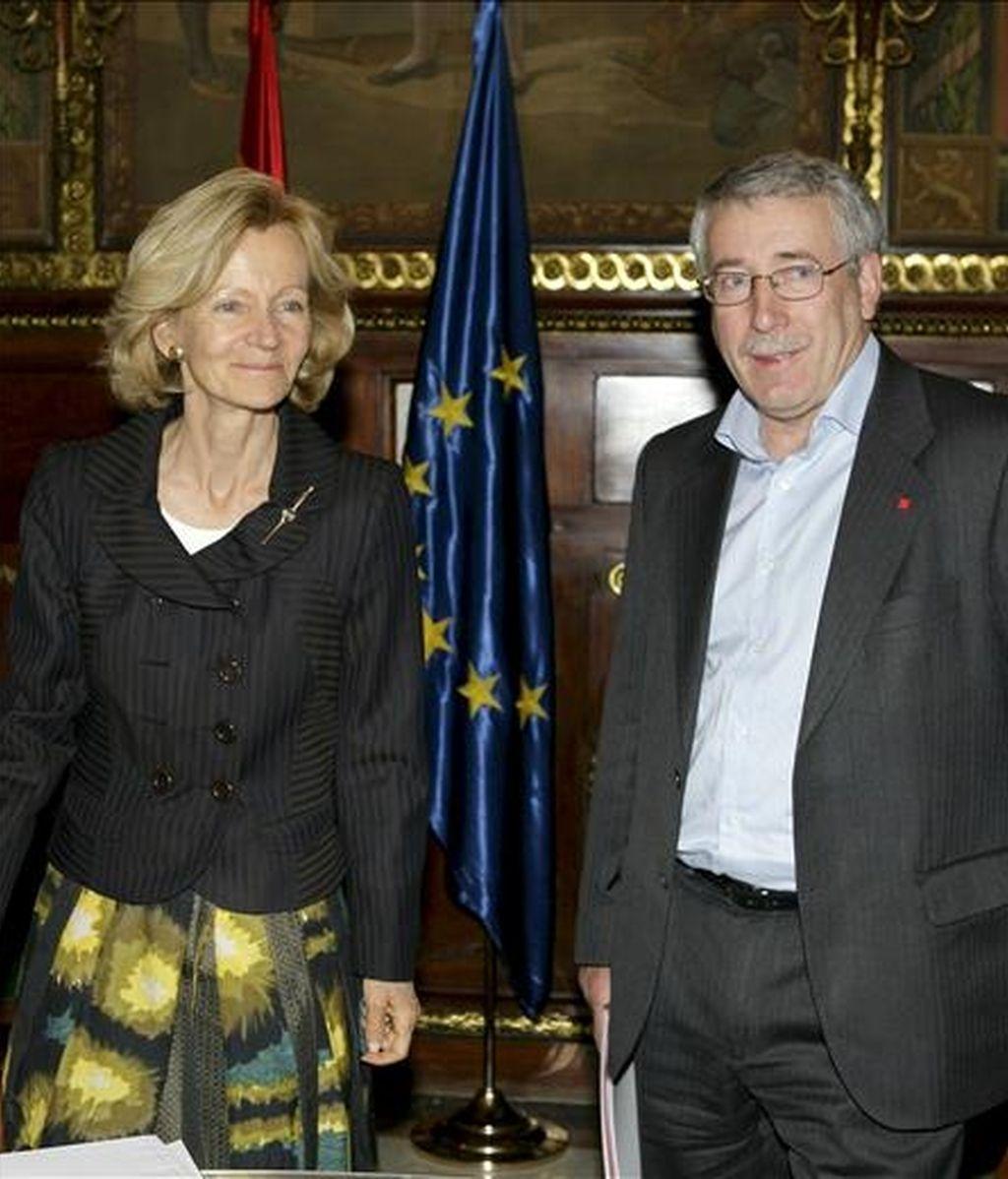 La vicepresidenta segunda y ministra de Economía y Hacienda, Elena Salgado, durante la reunión que ha mantenido esta tarde en Madrid con el secretario general de CCOO, Ignacio Fernández Toxo. EFE