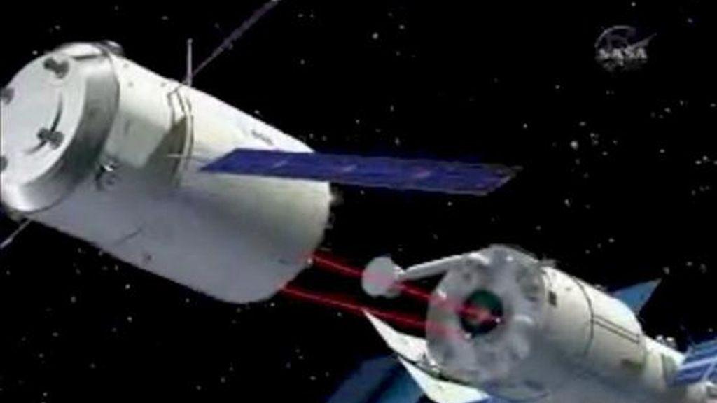 """Ilustración tomada de NASA TV que muestra el Vehículo Automático de Transporte (ATV) """"Jules Verne"""", aproximándose a la Estación Espacial Internacional (EEI). EFE/Archivo"""