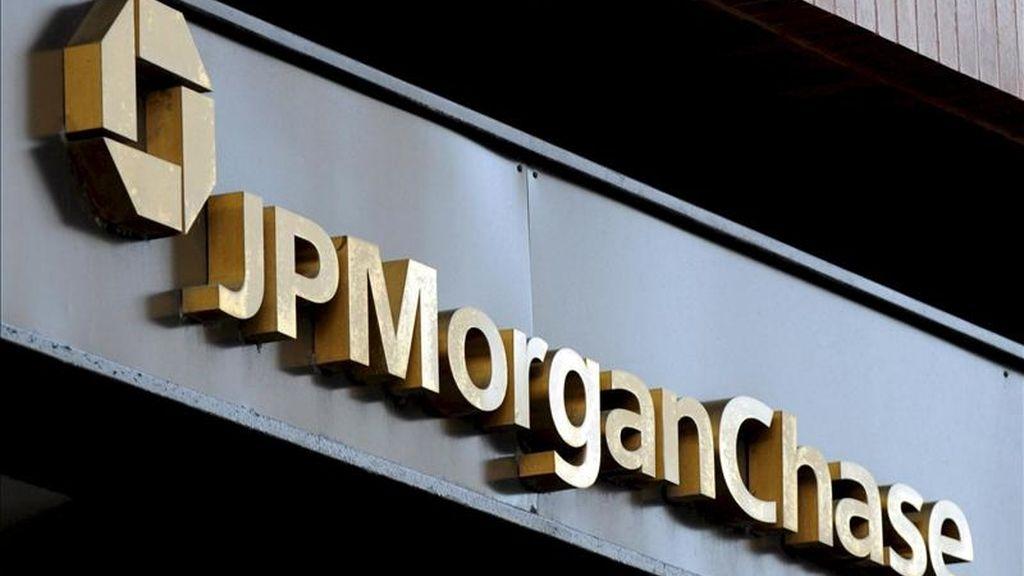 Un rótulo con el logotipo del banco estadounidense JPMorgan Chase en Nueva York, EEUU. EFE/Archivo