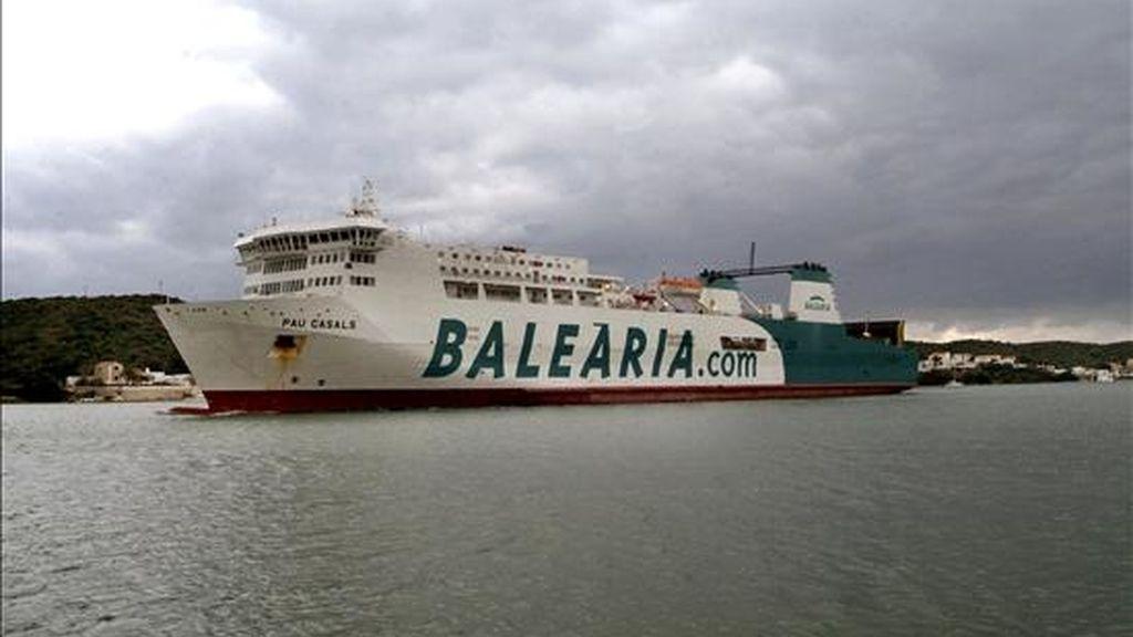 """El buque """"Pau Casals"""" de la compañía Baleária a su llegada al puerto de Mahón. EFE/Archivo"""