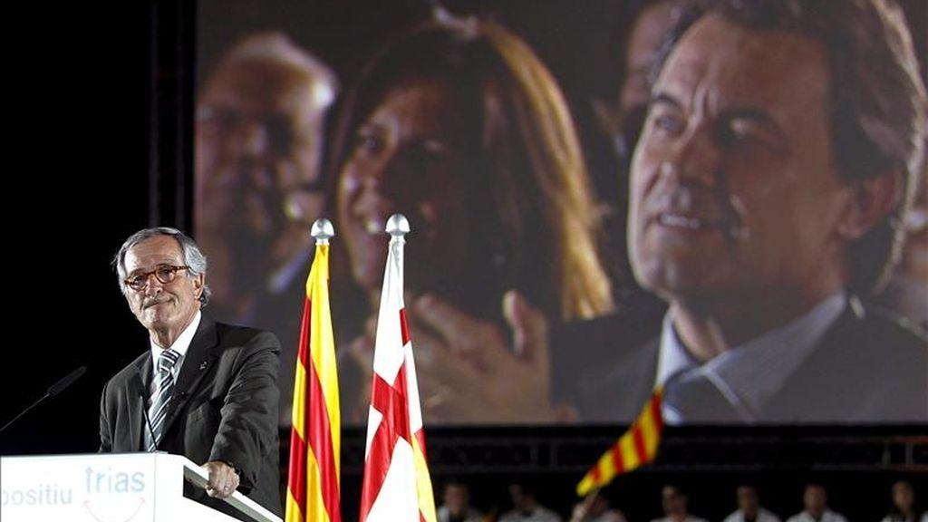 Convergència i Unió ha dado esta medianoche el pistoletazo de salida del inicio de las elecciones municipales de Barcelona con el clásico enganche de carteles en el recién estrenado centro comercial las Arenas. EFE