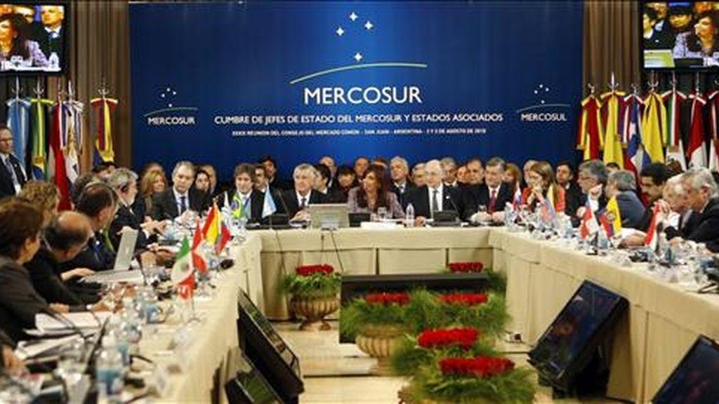 Vista general tomada de la plenaria de la XXXIX cumbre de jefes de Estado del Marcosur que se celebra en San Juan (Argentina). EFE