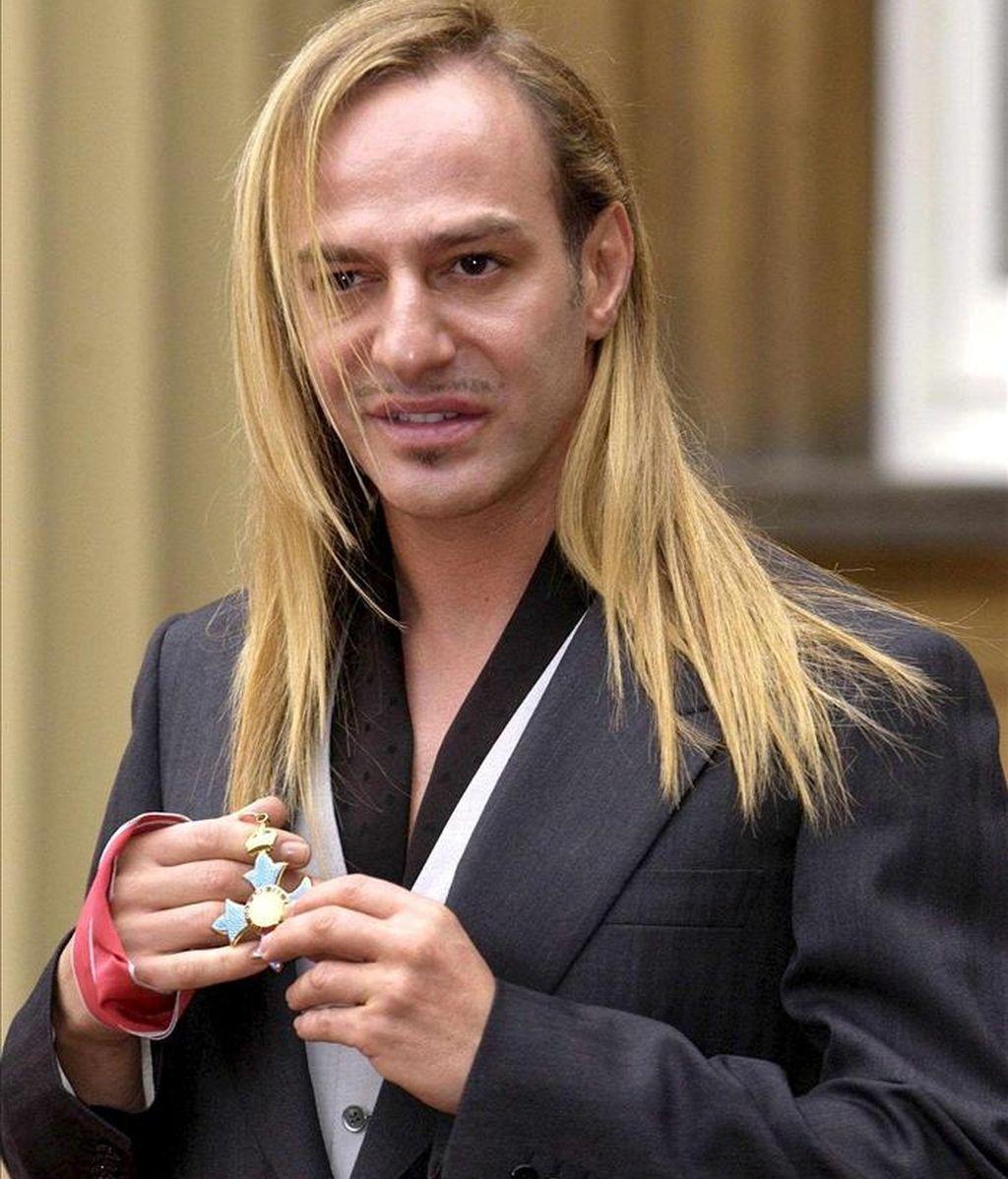 El modisto gibraltareño John Galliano, ex director artístico de Christian Dior, será juzgado por injurias racistas el 22 de junio, informaron a Efe sus abogados. EFE/Archivo