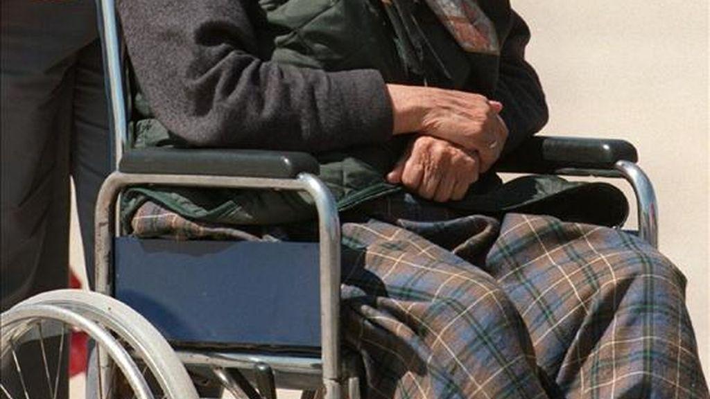Una anciana en silla de ruedas. EFE/Archivo
