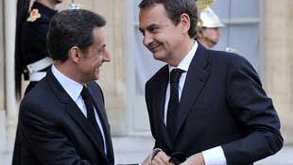 Zapatero asiste con Sarkozy al funeral del policía asesinado por ETA. Vídeo: ATLAS
