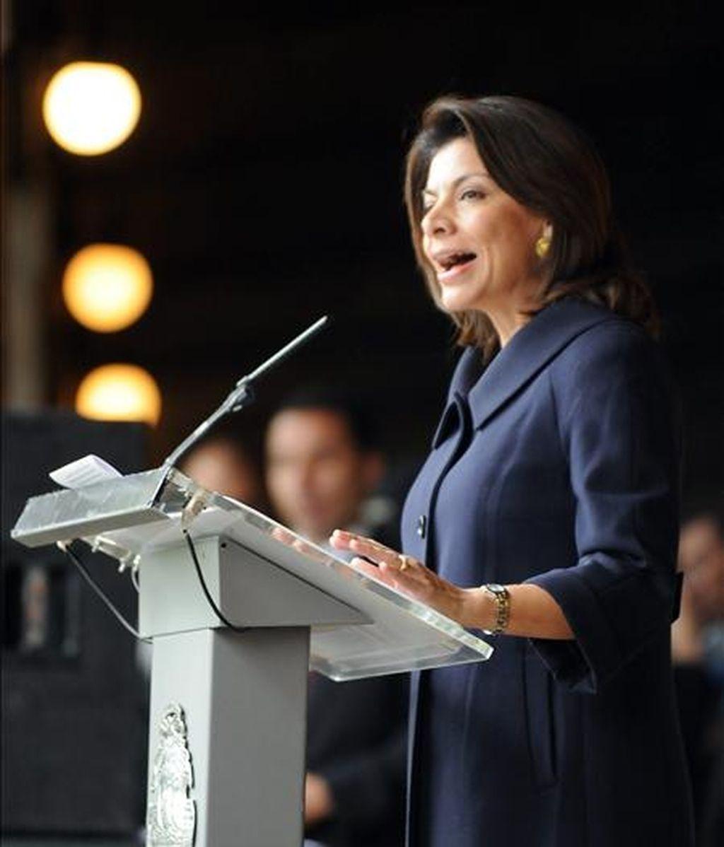 La presidenta de Costa Rica, Laura Chinchilla pronuncia un discurso este 1 de diciembre durante los actos de conmemoración del 62 aniversario de la abolición del Ejército costarricense, en San José, Costa Rica. EFE