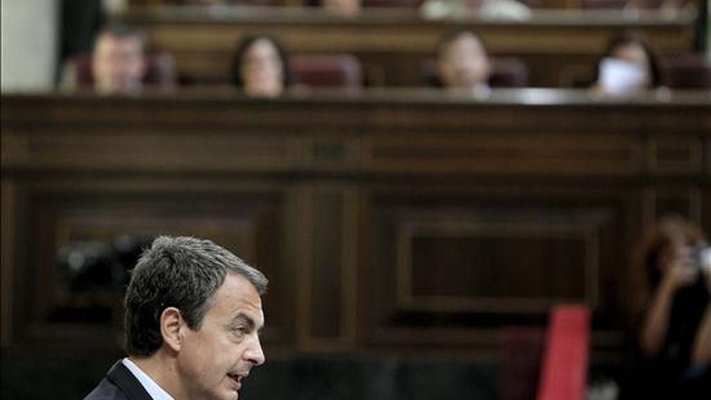 El presidente del Gobierno, José Luís Rodríguez Zapatero, durante su intervención en el Congreso con motivo del Debate del Estado de la Nación. EFE