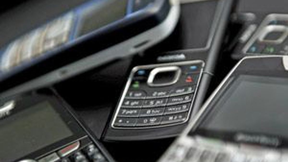 Reino Unido investiga la venta ilegal de datos de miles de clientes de una empresa de telefonía móvil que no ha sido identificada. Foto:EFE