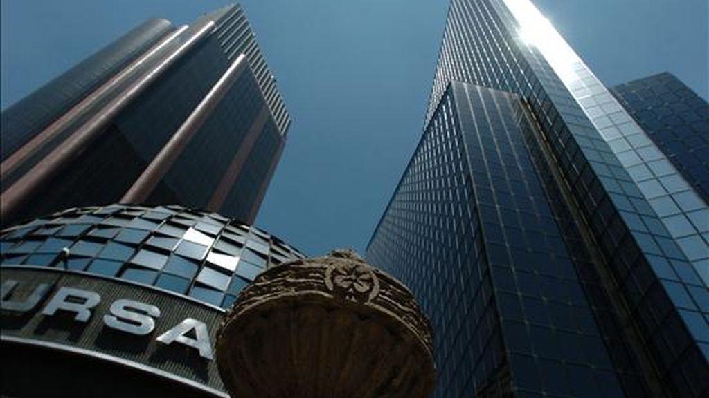 El Índice de Precios y Cotizaciones (IPC) en México avanzó un 0,07% y quedó en 33.296,69 puntos, tras una compraventa de títulos por 11.351 millones de pesos (unos 886 millones de dólares). EFE/Archivo