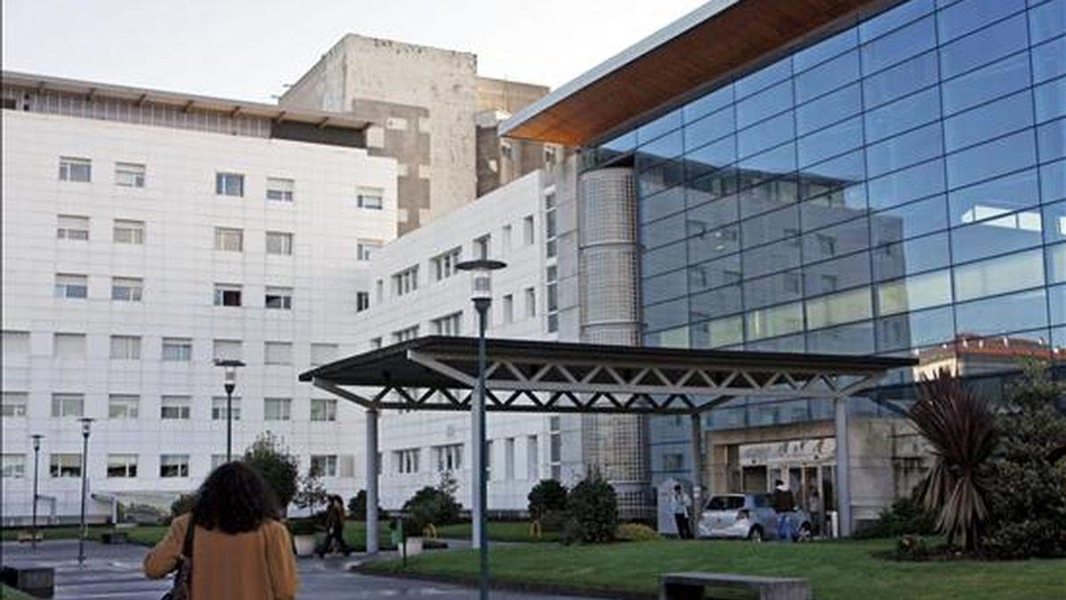 Exterior del Hospital ferrolano Arquitecto Marcide, donde el pasado domingo falleció un bebé después de un parto normal y el nacimiento de una niña sana, de más de tres kilos, tras recibir por error la medicación prevista para la madre. EFE