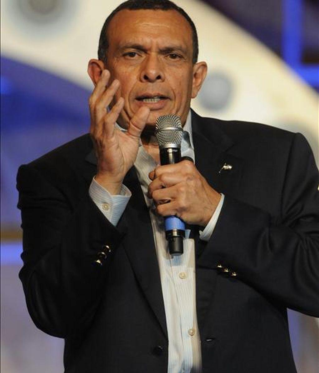 """""""Me ofrecí, si ustedes recuerdan, a ir personalmente a traerlo de República Dominicana y que entraría a Honduras bajo mi responsabilidad"""", dijo el presidente de Honduras, Porfirio Lobo. EFE/Archivo"""