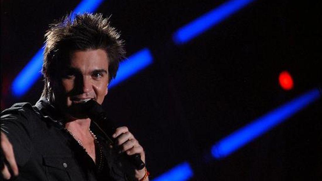 """El cantautor colombiano Juanes durante un concierto en Medellín (Colombia), el pasado 19 de diciembre. Juanes se hizo anoche con el Grammy al mejor disco latino por """"La vida... es un ratico"""". EFE/Archivo"""