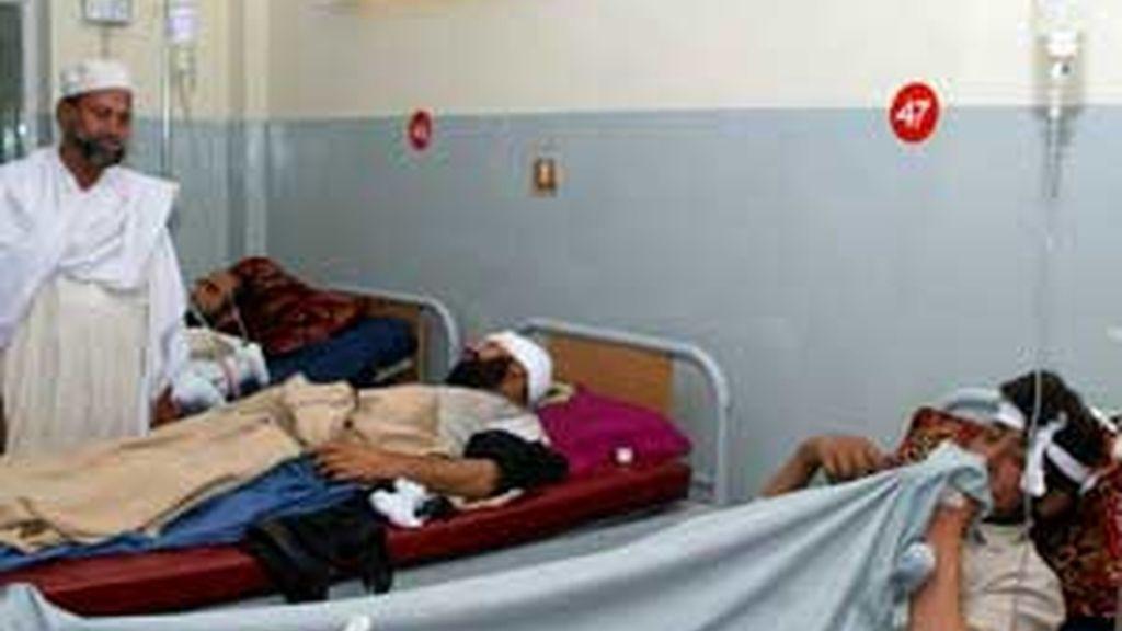 El ataque suicida se ha producido en una mezquita repleta de fieles en una fronteriza con Afganistán. Vídeo: ATLAS.