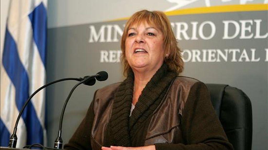 La ministra del Interior de Uruguay, Daisy Tourné, informó su dimisión tras la polémica surgida anoche, cuando en una reunión con jóvenes socialistas insultó a la oposición y criticó a sus propios correligionarios en el Parlamento. EFE