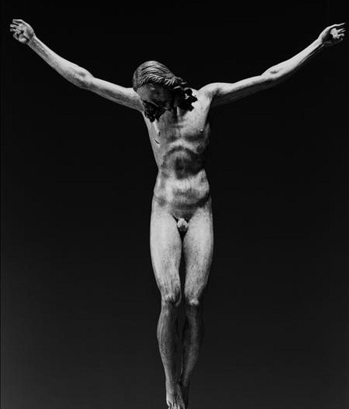 Fotografía de archivo fechada el 12 de diciembre de 2008 del crucifijo atribuido a Miguel Ángel y comprado por Italia. El Estado italiano pagó 3,2 millones de euros por un crucifijo atribuido al artista renacentista Miguel Ángel Buonarotti (1475-1564). EFE/Archivo