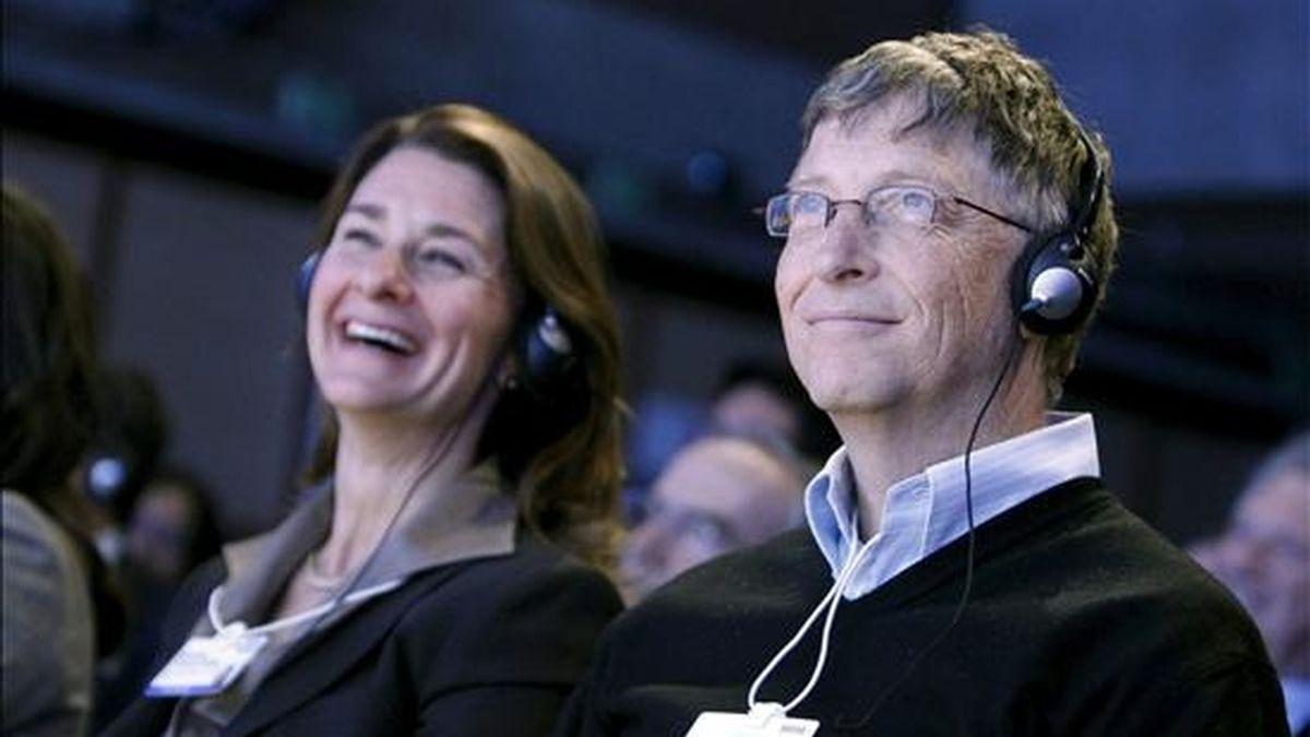 El fundador de Microsoft, Bill Gates (d), y su esposa, Melinda Gates. EFE/Archivo
