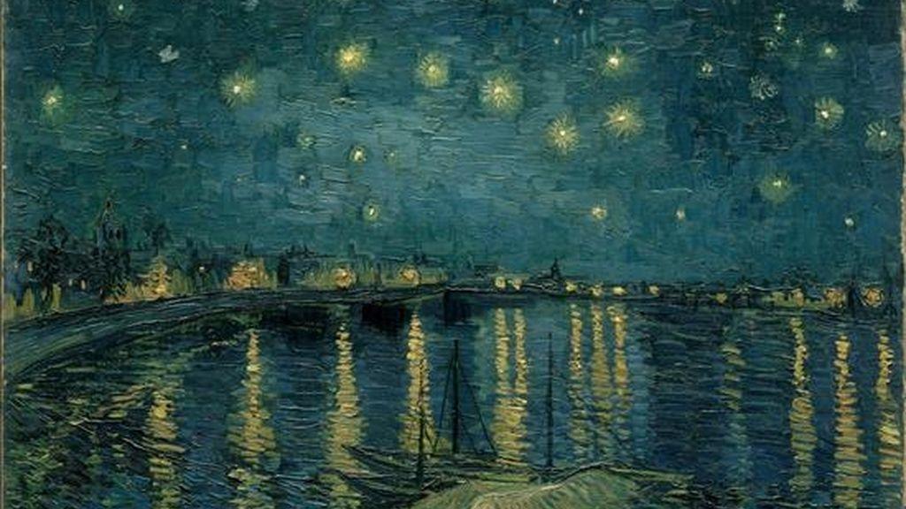 """Vincent Van Gogh fue el pintor de la luz y el color, pero muchas de sus obras maestras versan sobre el atardecer y la noche, unos momentos místicos para él y que ahora se intentan recrear en una exposición en Amsterdam. En la imagen, la obra """"Noche estrellada sobre el Ródano"""" (1888), perteneciente a la colección del Museo D'Orsay de París. EFE"""