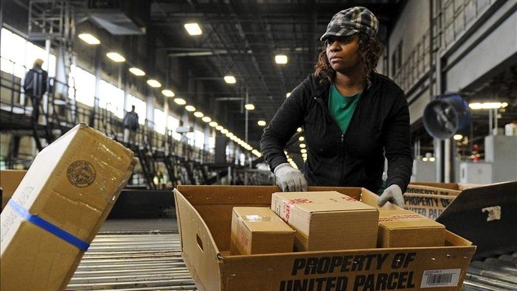 En Estados Unidos, los envíos nacionales aumentaron un 5,6% en el cuarto trimestre, mientras que los internacionales ascendieron un 14,8%, con un avance especial en China, donde el volumen de paquetes aumentó más del 30%. EFE/Archivo