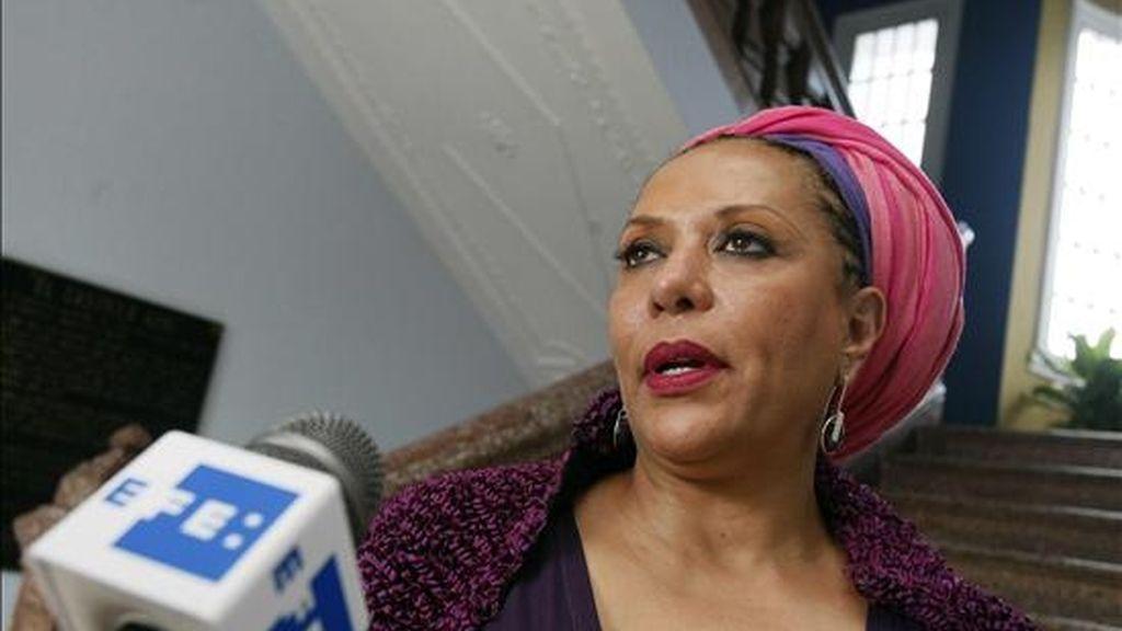 La senadora colombiana, Piedad Córdoba, que viajó a EE.UU. para reunirse con los ex paramilitares extraditados, recibió la solicitud durante una segunda ronda de diálogo con algunos de ellos. EFE/Archivo