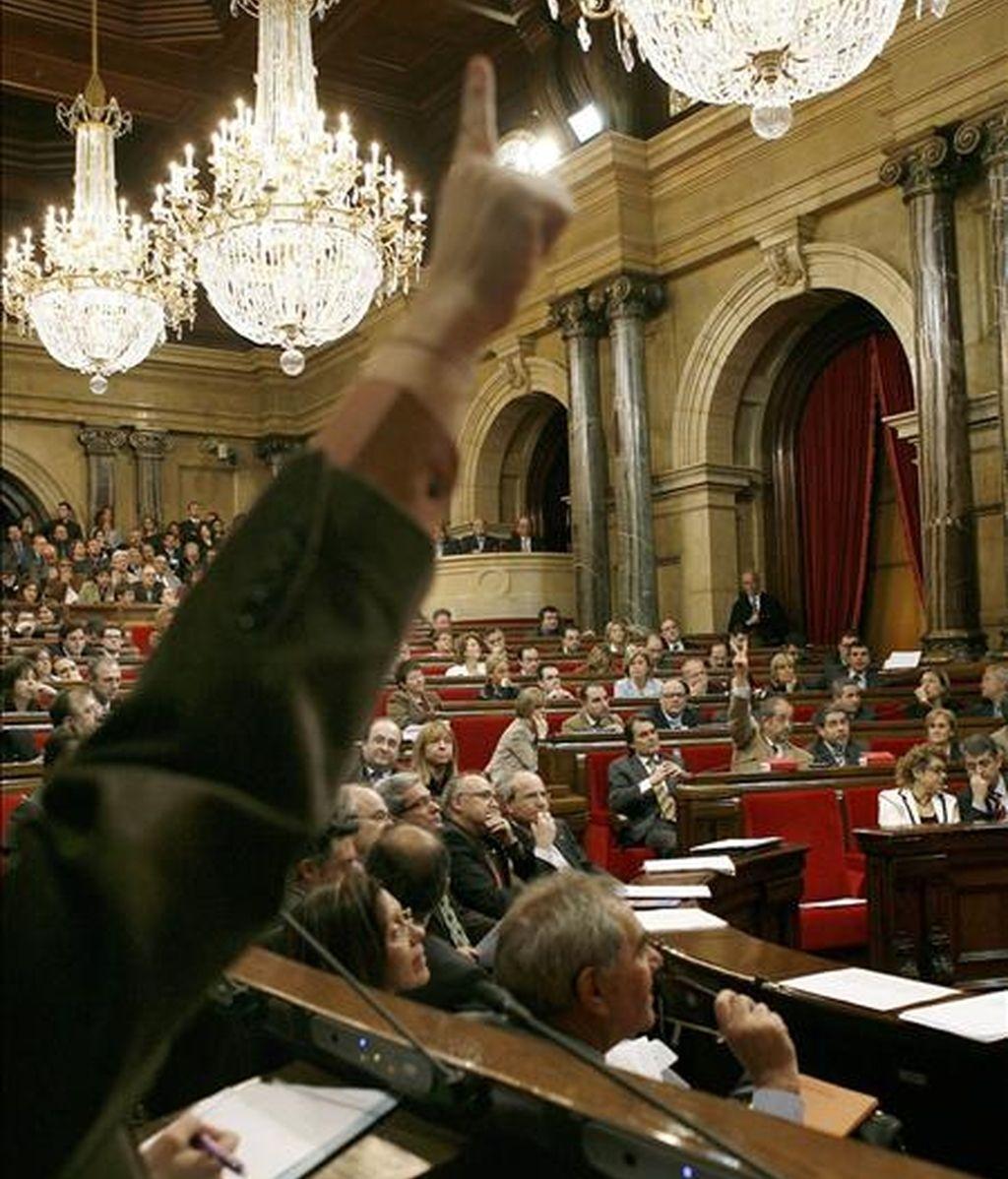 Vista general del pleno en el Parlament de Cataluña. EFE/Archivo