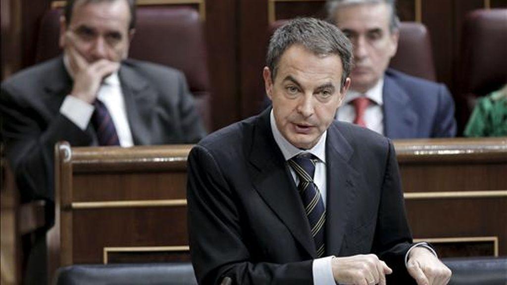 El presidente del Gobierno, José Luis Rodríguez Zapatero, durante su intervención en la sesión de control al Ejecutivo, hoy en el Congreso de los Diputados. EFE