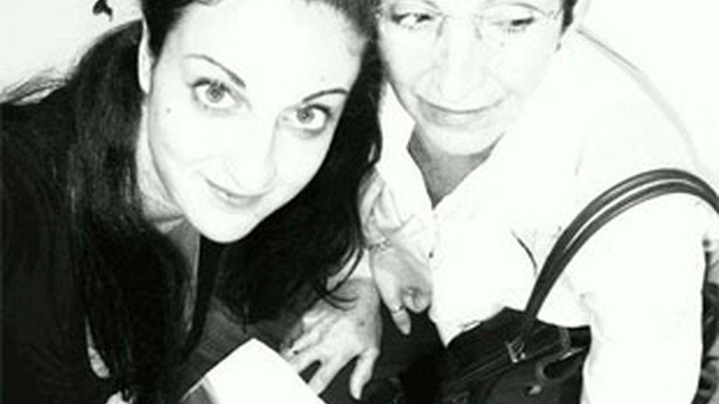 María Aguirre con su madre