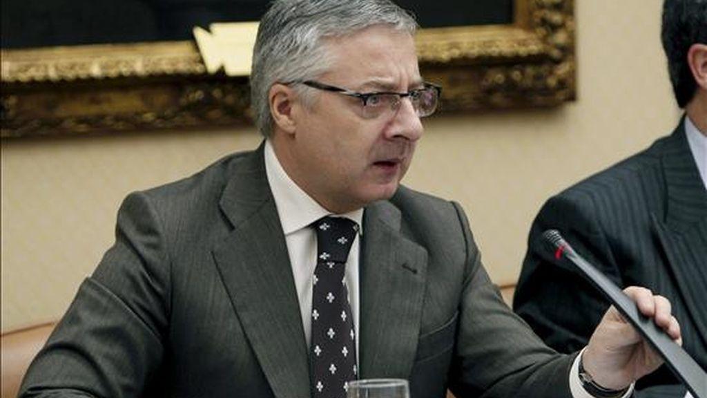 El ministro de Fomento, José Blanco, al inicio de su comparecencia en la Comisión de Vivienda del Congreso para hablar de las líneas generales y de las nuevas competencias que asume en esta materia. EFE