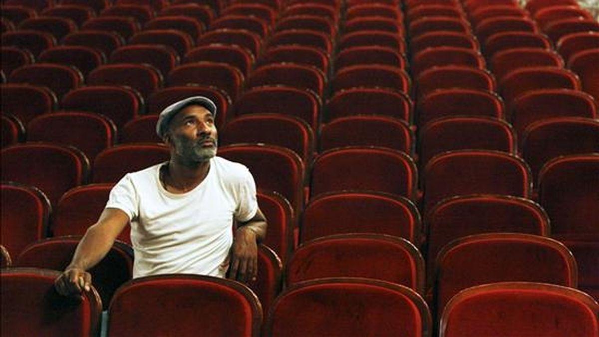 """El actor de la compañía Fura dels Baus Pedro Gutiérrez, sentado en el teatro Arriaga de Bilbao donde presentó la obra teatral """"Boris Godunov"""", que pondrá en escena entre el 4 y el 7 de junio. EFE"""