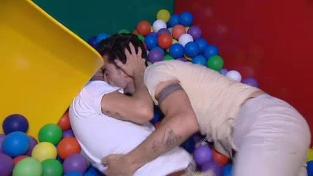 """Gonzalo, pretendiente de Roi: """"Deberían crear piscina de bolas para gays"""""""
