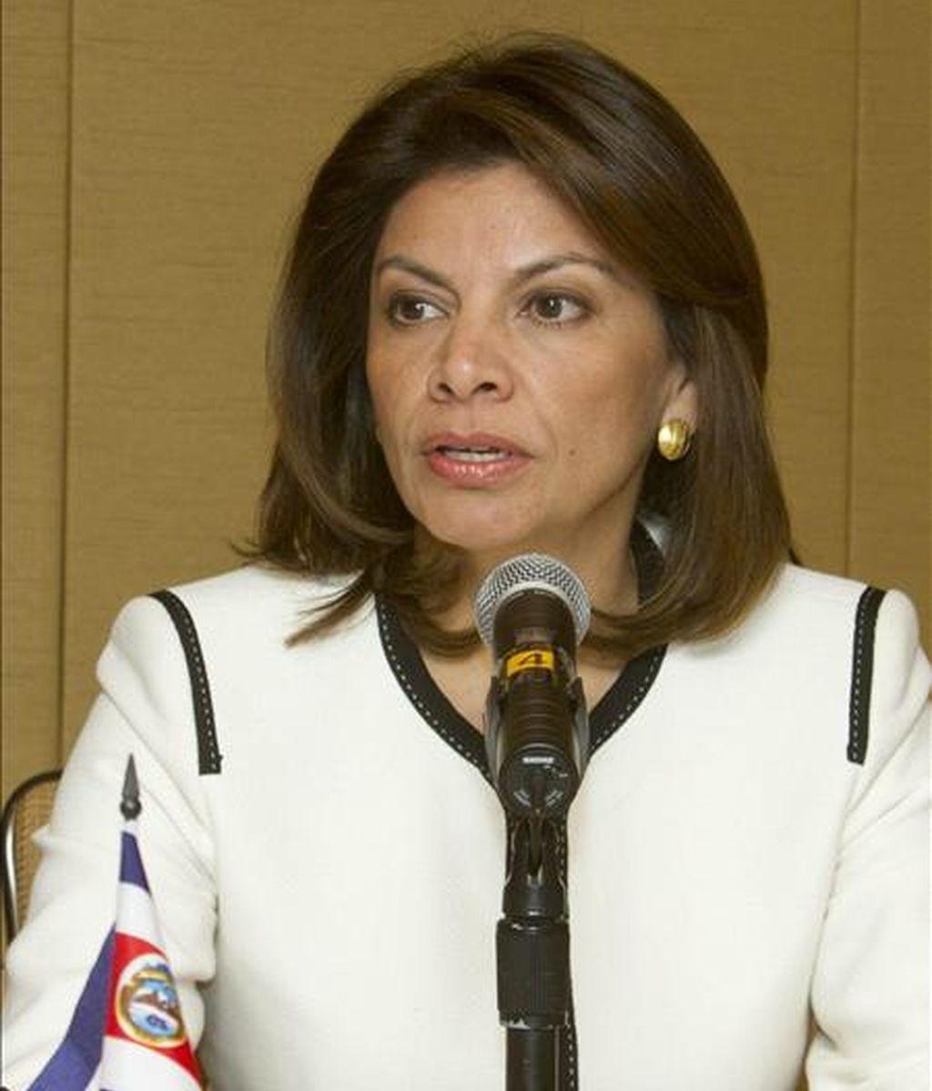 La presidenta de Costa Rica, Laura Chincilla habla durante la rueda de prensa, en Nueva York, (EE.UU.), en la que promovió las inversiones en su país. EFE