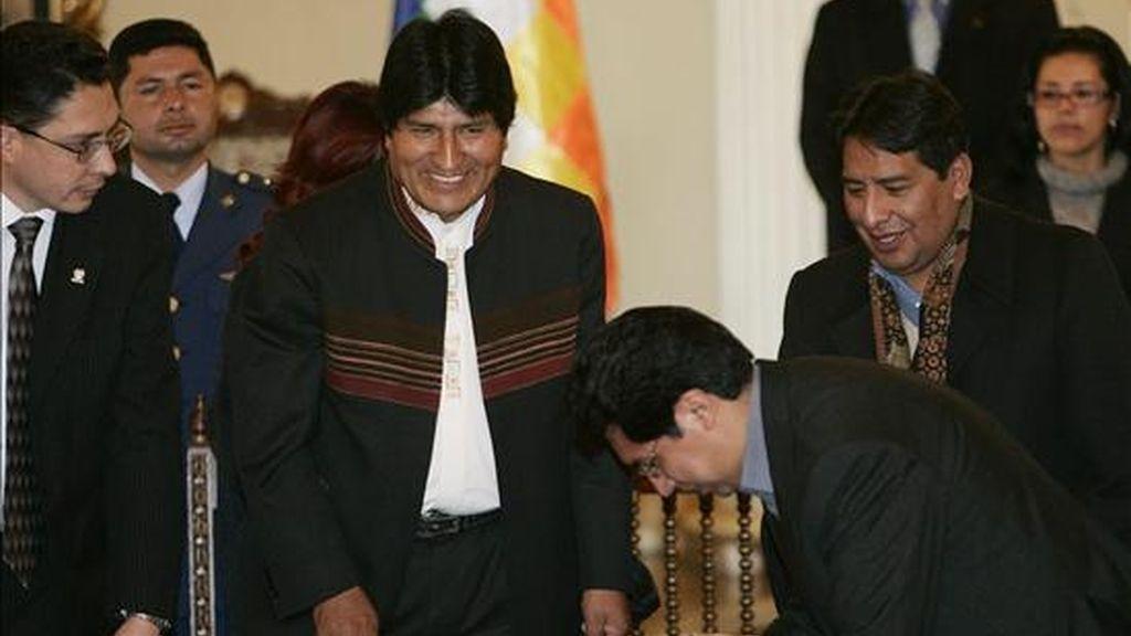 El presidente de Bolivia, Evo Morales (c), envió al Congreso en La Paz (Bolivia), el proyecto de ley sobre el nuevo régimen electoral para convocar los comicios generales del próximo 6 de diciembre. EFE