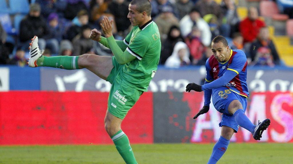El jugador del Levante Nabil El Zhar