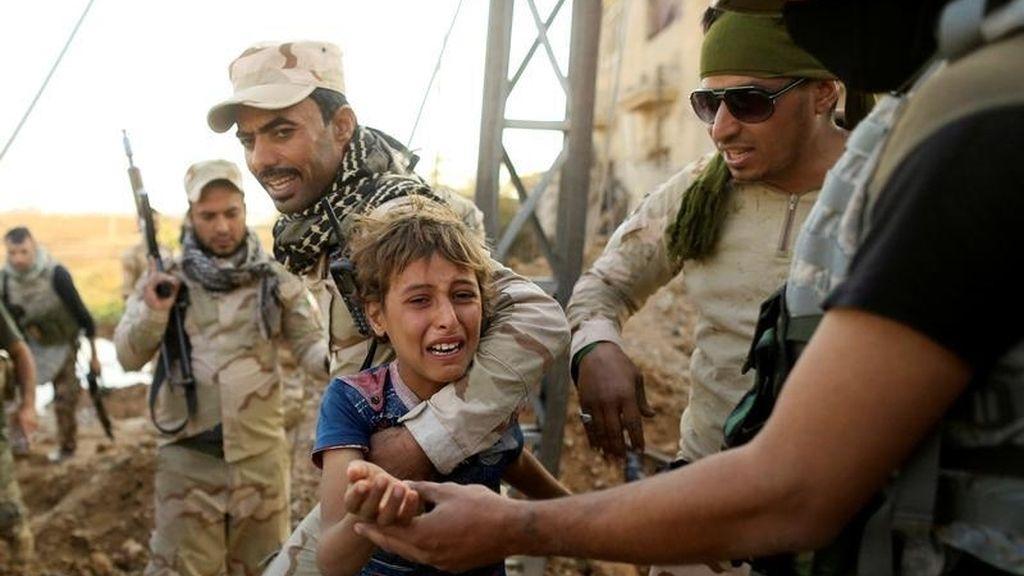 Lágrimas frente a los soldados