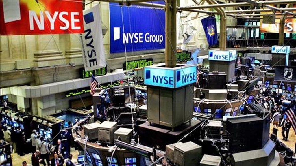 El mercado tecnológico Nasdaq tampoco consiguió terminar con ganancias y su índice compuesto terminó en 2.349,35 puntos, 6,48 menos que el lunes, lo que supone un descenso del 0,28%. EFE/Archivo