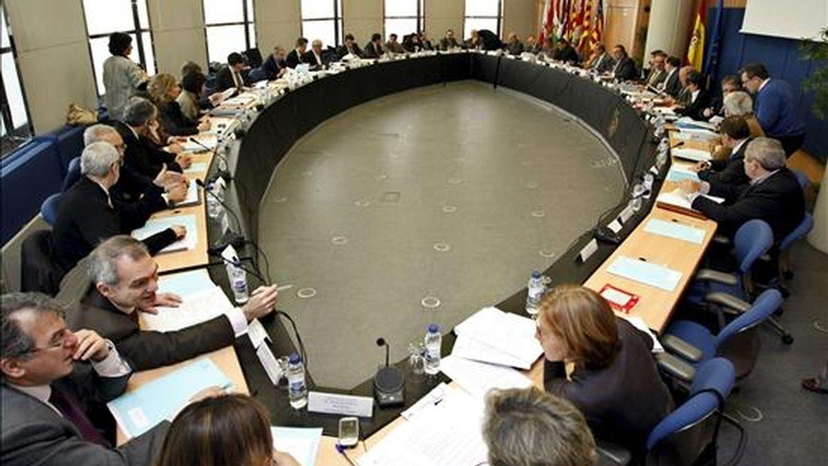 Vista de una reunión ordinaria de la Confederación Hidrográfica del Ebro (CHE) celebrada en Zaragoza. EFE/Archivo
